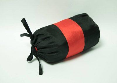 Saco rojo y negro